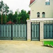 Забор в доме