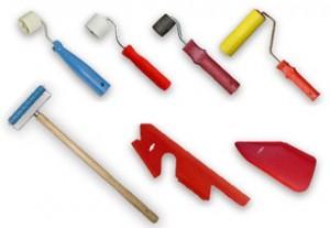 paper tools 300x207 Клеим обои