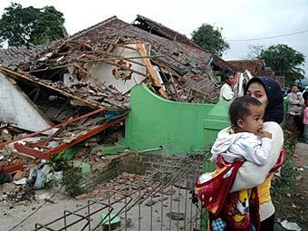 Жертвами землетрясения в Индонезии стали 57 человек