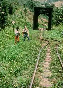 В 1976 году подземные толчки в Гватемале погнули железнодорожные пути (фото с сайта howstuffworks.com).
