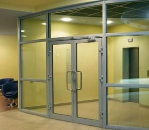 Применение противопожарных перегородок и дверей