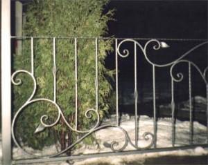 Забор из сварных металлических элементов