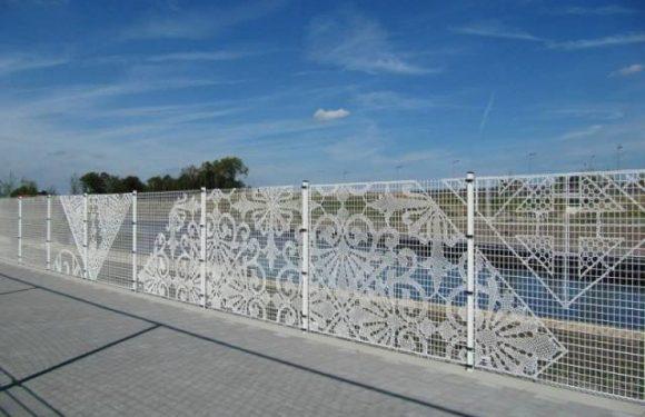 Забор из сетки рабицы — выбираем материал правильно